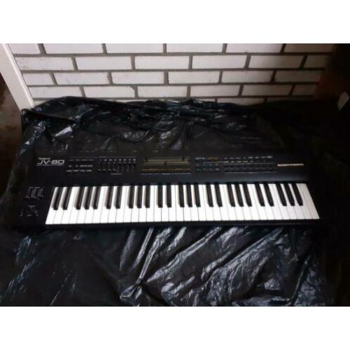 Roland JV-80 synthesizers